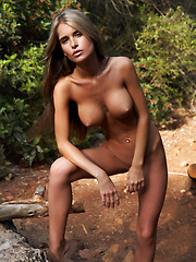 Fashion model Nessa outdoor erotic pics