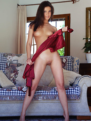 Zelda B flaunts amazing physique and sweet pussy on the sofa. - Pics