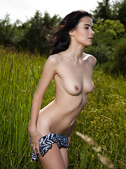 Beautiful Mona displays her gorgeous body and sweet pussy outdoors. - Pics