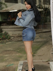Natalia Spice reveals her natural sexy curves once that short denim skirt comes off