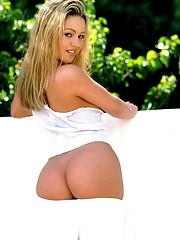 Deven Davis is an adorable blonde with a beautiful ass