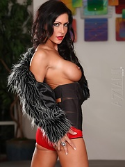 The beautiful brunette Jessica Jaymes strips and maturbates totally naked - Pics