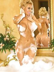 Amazing blonde babe Nicole Austin