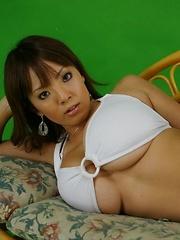 Hitomi Tanaka posing in white bikini her gigantic perfect tits! - Pics