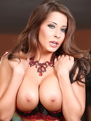 Sexy brunette Madison Ivy strips from her sexy bra and panties showing her naked aweosomeness. - Pics