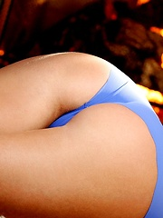 Very hot blonde babe Bella Valentine - Pics