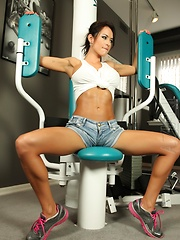 Franceska Jaimes works out in the gym as she strips off her clothes showing off that perfect hot bod.