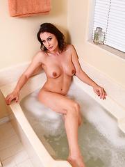 Anilos Nora Noir loves to masturbate while soaking in the tub - Pics
