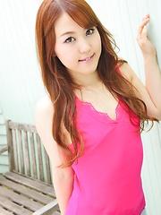 Japanese teen Serina Nozawa shows her ass - Pics