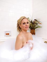 Julia Sexy Bath Pics - Pornstar Julia Ann is feeling just a little dirty.