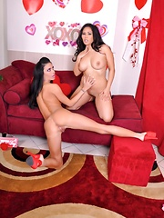 Happy Valentine Pics - Jessica Jaymes and Jessica Bangkok are each others Valentines Day lesbian dates - Pics