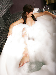 Jacuzzi In Pink - Pics