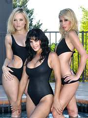Alexis Texas lesbian threesome with Sunny and Monique - Pics