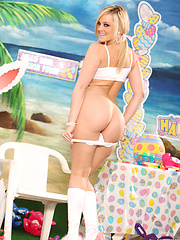 Alexis Texas fucks her new sex toys on Easter - Pics