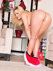 Alexis Texas dons a slutty Santa suit for Christmas - Pics