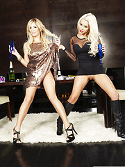 Tasha Reign and Spencer Scott lick each other off
