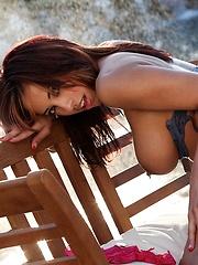 Mulani Rivera - has a body made for the sun - Pics