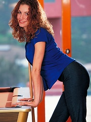 Jamie Lynn - quits billiards to play with herself