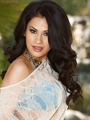 Vanessa Veracruz is a rare kind of graceful beauty