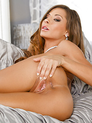 Madison Ivy spices things up when she pleases her clit - Pics