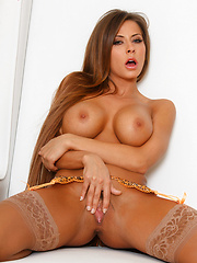 Madison Ivy shows off her juicy pussy at the patio - Pics