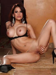 Vanessa Veracruz shows off her smooth shaved pussy. - Pics