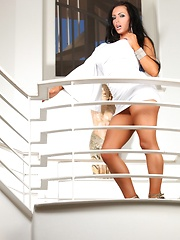 Jenna Presley stripping off her sexy white dress! - Pics