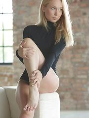 Lina Napoli dancing feet - Pics
