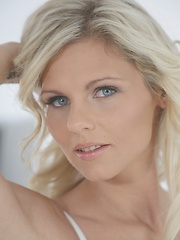 Czech beauty Mia Angel erotic porn - Pics