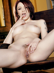 Bree Daniels moans to fucking her wet pussy - Pics