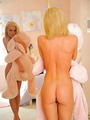 Heather in the pink room - Pics