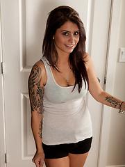 Tattoeed teen babe - Pics