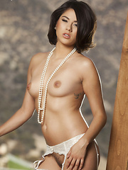 Shyla Jennings looks delicious playing with her pearl - Pics
