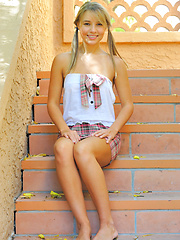 Blonde pigtail teen using four fingers - Pics