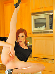Elle redhead spreads pussy - Pics