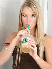 Teenager's addiction to Starbucks leads to porn career - Pics