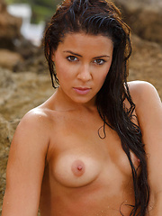 Gracy Taylor gets naked and wet by the lake