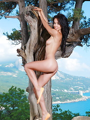 Naughty, playful, and carefree outdoor shoot with Helen H stripping naked - Pics