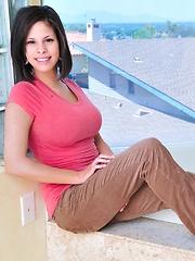 Meilani show off her big tits - Pics
