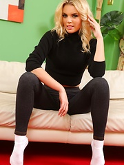 Porchia looks sexy in this casual outfit black leggings and black number - Pics