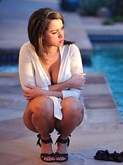 Paige shows gets naked by the pool - Pics