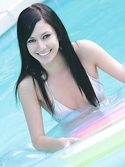 Pool hopping Catie Minx puts on a floating strip show