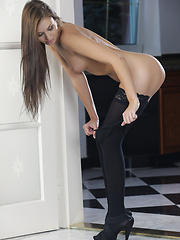 Sabrisse lies down to tease her pulsing clit - Pics
