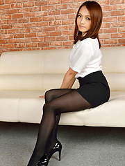 Rina Itoh Asian in office outfit has sexy legs in stockings - Pics