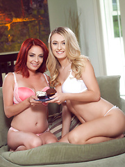 Ashlee Graham and Natalia Starr lick each others pussies - Pics