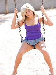 Phoebe plays in a public park - Pics