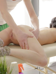 Teen couple screwing on the massage table - Pics