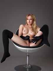 Belinda - Dark & Soft - Pics