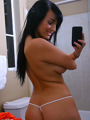 Watch this horny fucking babe get naked in the bathroom and fuck her box hot pics - Pics