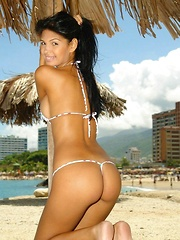 Karla makes the view of the ocean and whole lot better - Pics